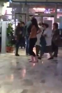Studentessa improvvisa spogliarello in un Liceo di Forlì (video)