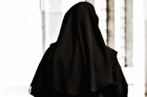 Suora mamma. Roxana Rodriguez monache astiose. E la carità? Sarà perché donne?