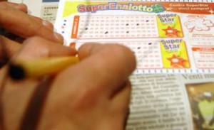 Superenalotto, un 6 da 26mln € vinto nel quartiere Torre a Mare di Bari