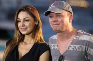 Anna Tatangelo e Gigi D'Alessio, bagno di folla e lotteria di doni per i fans