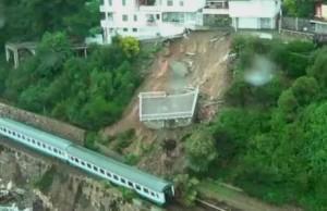 Andora, treno deragliato: potrebbe essere rimosso dal mare con una grande gru