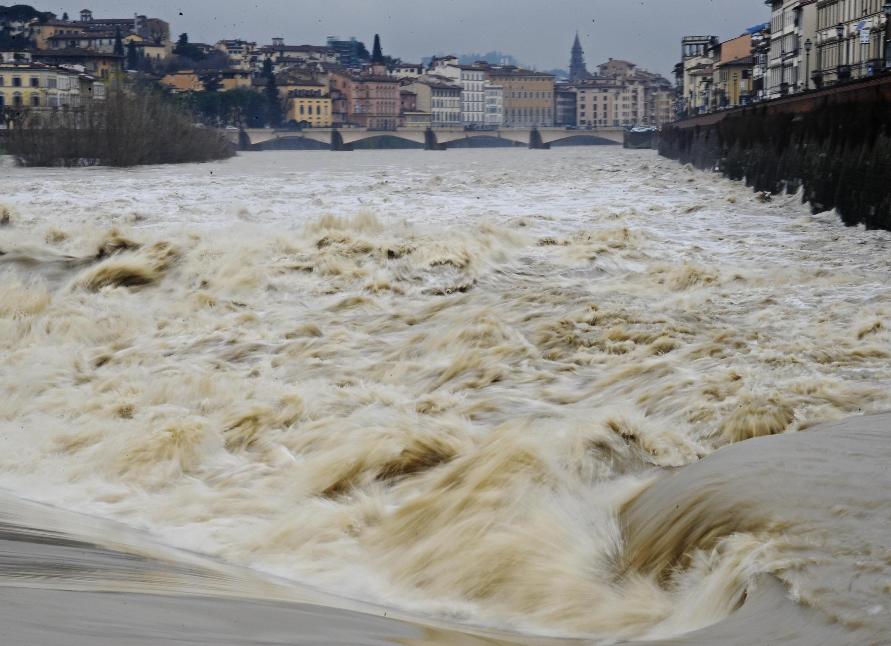 Nubifragio Toscana: prorogata allerta meteo, previste forti piogge