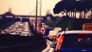 Traffico Roma, 135mln di ore in auto ogni anno: ecco quanto tempo perdiamo
