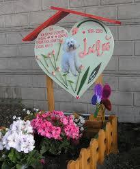 Una delle tante tombe a Casa Rosa (foto presa dal Web)