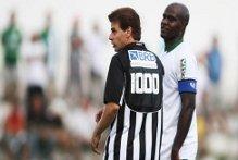 "1000 gol, Tulio ""Maravilha"" raggiunge Pelè e Romario (video)"