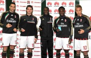 Huawei e Milan, consegnati i device a Rami, Montolivo, Seedorf, Essien, Honda