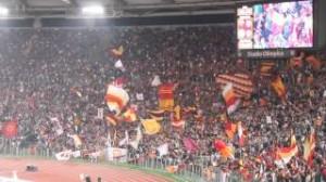 Lazio-Roma, cori Curva Sud contro Napoli