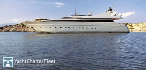Napolitano si fa la barca nuova: 38 metri, 5.470 cavalli, sequestrata a un russo