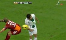 Sneijder in stato di grazia: tripletta e assist...col sedere