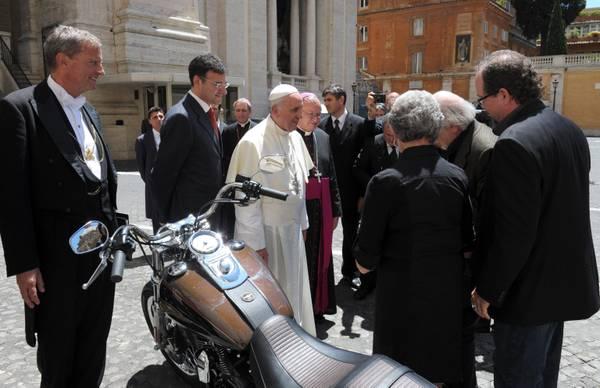 Papa Francesco, all'asta Harley Davidson