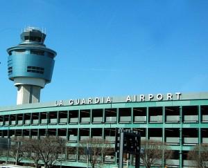 New York, pacco sospetto all'aeroporto La Guardia. Evacuato terminal C