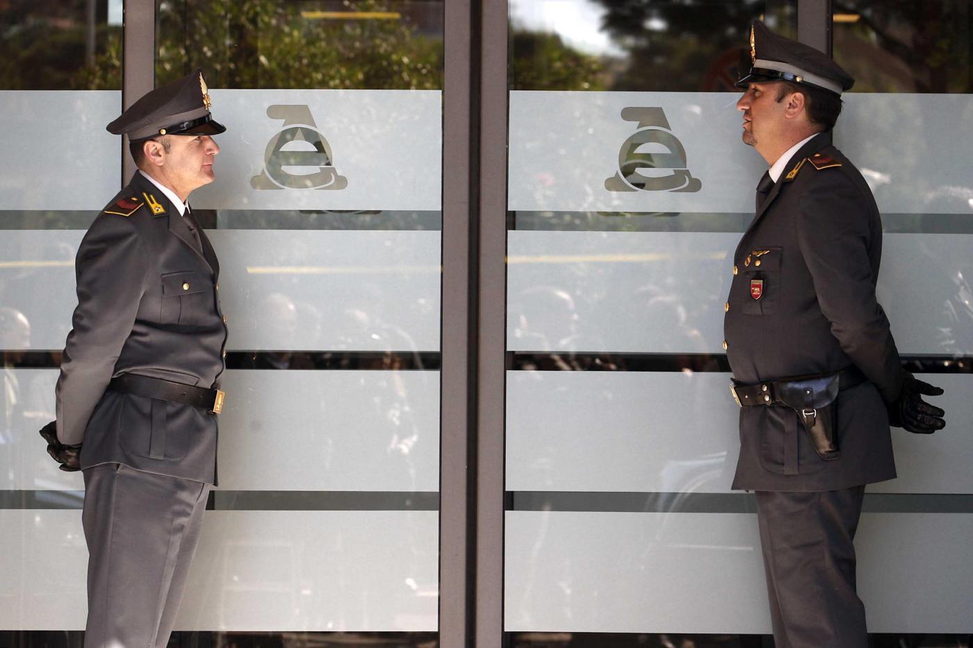 Mario Monti visita l'Agenzia delle Entrate