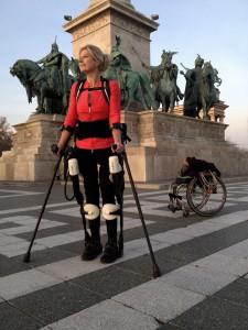 Stampa 3D per protesi ed esoscheletro: Amanda Boxtel torna a camminare (video)