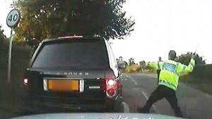 Poliziotto risarcito con 530mila €: aveva rotto il vetro di un auto col manganello