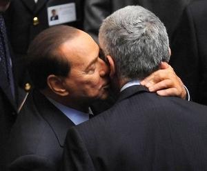 Casini come Schettino: abbandona la nave per raggiungere Berlusconi