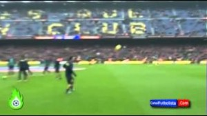 Barcellona, Lionel Messi e Dani Alves: passaggi al volo da 40 metri (video)