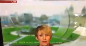 Conduttrice della Bbc scivola in diretta