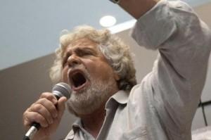 """Beppe Grillo: """"Oggi al Colle un novantenne e un condannato decidono tuo futuro"""""""