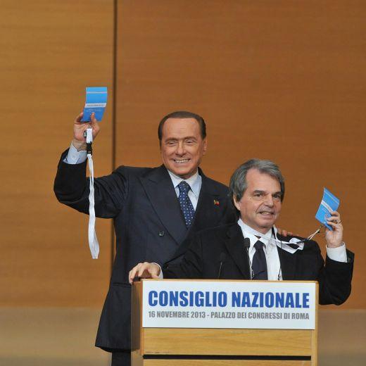 """Berlusconi, nuovo obiettivo: """"Il 37% tra un anno"""". Cioè premio di maggioranza"""