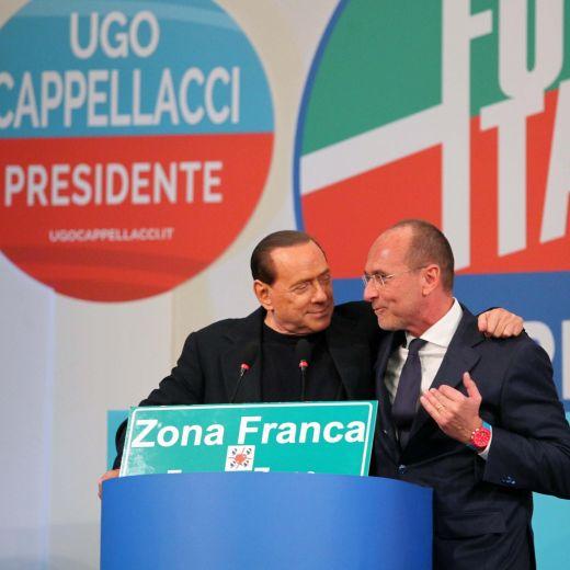 """Berlusconi: """"Giovanni Toti con me perché mi ama, ma non siamo gay"""" (video)"""