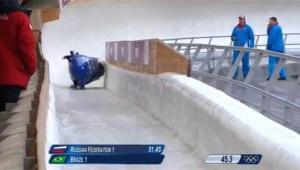 Sochi, bob si ribalta: duo brasiliano finisce il tracciato viaggiando su un lato