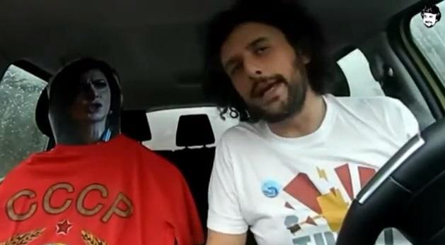 """Beppe Grillo: """"E se ti trovassi la Boldrini in macchina?"""". Video scatena Facebook"""