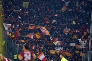 Bologna-Roma, scontri con polizia: tifosi volevano entrare senza biglietto (LaPresse)