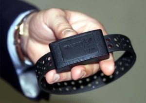 Prato: tunisino si strappa il braccialetto elettronico ed evade