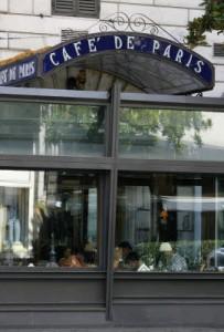 Roma, incendio al Cafè de Paris. Ed è arrivato lo sfratto