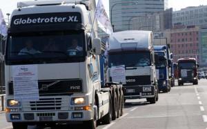 Comprare un camion nuovo, 12 inchini al burocrate. Poi dice che vanno all'estero