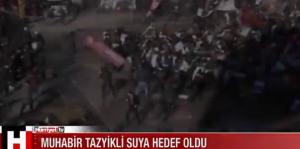 Polizia spara con i cannoni ad acqua: reporter finisce a terra