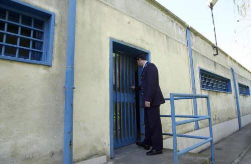 Novara, secondino si uccide nel parcheggio del carcere con un colpo di pistola