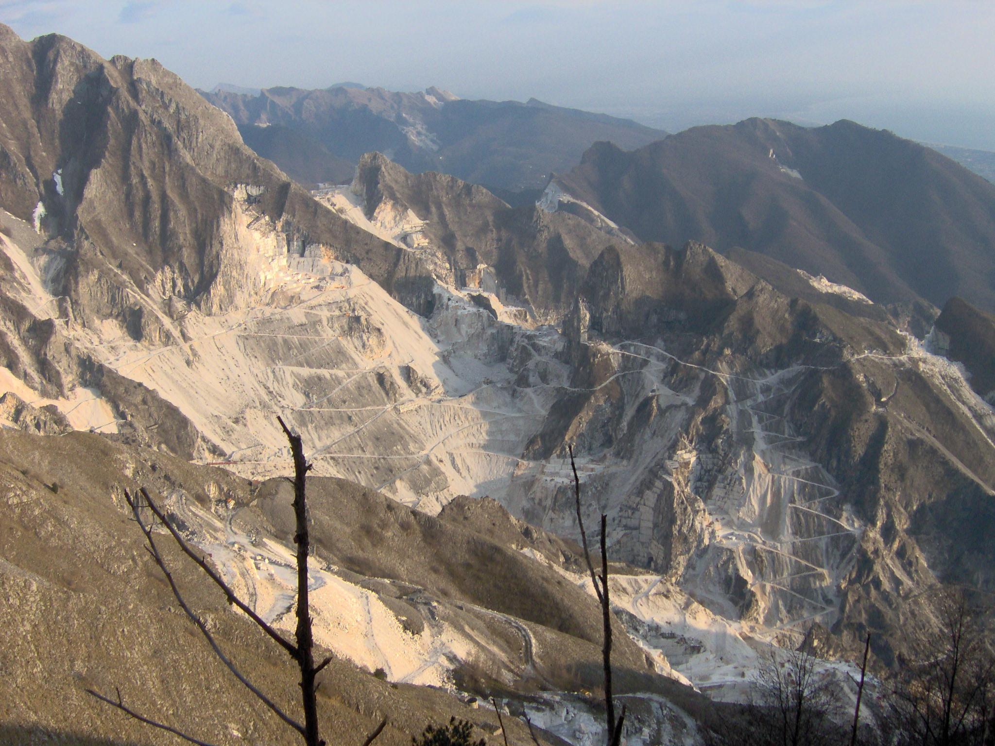 """Marmo: cave delle Alpi Apuane addio? """"A rischio migliaia di posti di lavoro"""""""