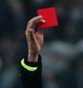 Bergamo: la squadra del figlio perde, il padre aggredisce e picchia l'arbitro