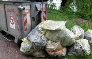 """Castellammare. """"Tenetevi i rifiuti in casa una settimana"""": lo ordina il sindaco"""