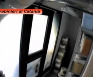 Catania, ladri entrano in banca