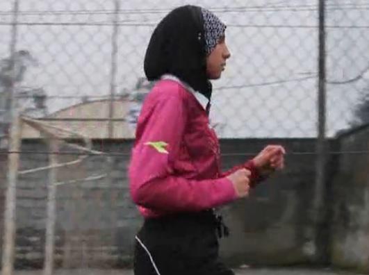 Chahida Sekkafi, la prima donna arbitro col velo (video)