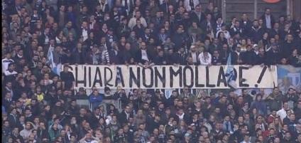 """Lazio-Roma, striscione per Chiara Insidioso Monda: """"Non mollare"""""""