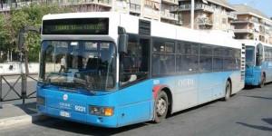 Incendio su bus Cotral sulla A24 Roma-L'Aquila, paura per 70 passeggeri