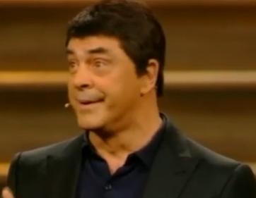 """Sanremo: Murizio Crozza imita Matteo Renzi: """"Meno Pil più pilates"""" (video)"""
