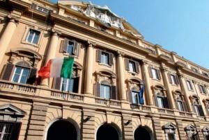 """Economia, """"AAA ministro cercasi"""". Sole 24 Ore: in Italia non esiste"""