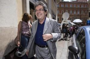 Catania, busta con minacce e proiettile al sindaco Enzo Bianco