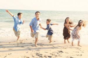 Figli tutti uguali e nonni garantiti. Ma è giusto abolire le parole mamma e papà?