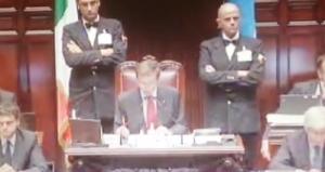 """Non solo Laura Boldrini: Gianfranco Fini e la """"tagliola"""" nel 2009 (video)"""