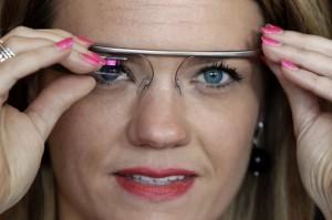 Usa. Indossi Google Glass? Non puoi guidare. Google fa pressioni contro divieto