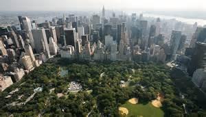 La foresta di grattacieli che circonda Central Park
