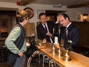 Hollande e Cameron, vertice franco-britannico al pub