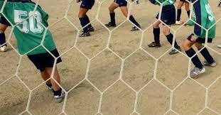 Paliano (Rm), 16enne gioca a calcio e sbatte contro muretto: è grave