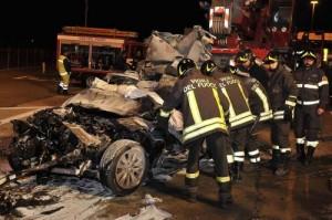 Scontro frontale tra auto a Tressano di Castellarano: due morti e tre feriti