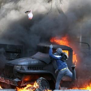 Kiev, quasi guerra civile: sanpietrini, molotov, lacrimogeni